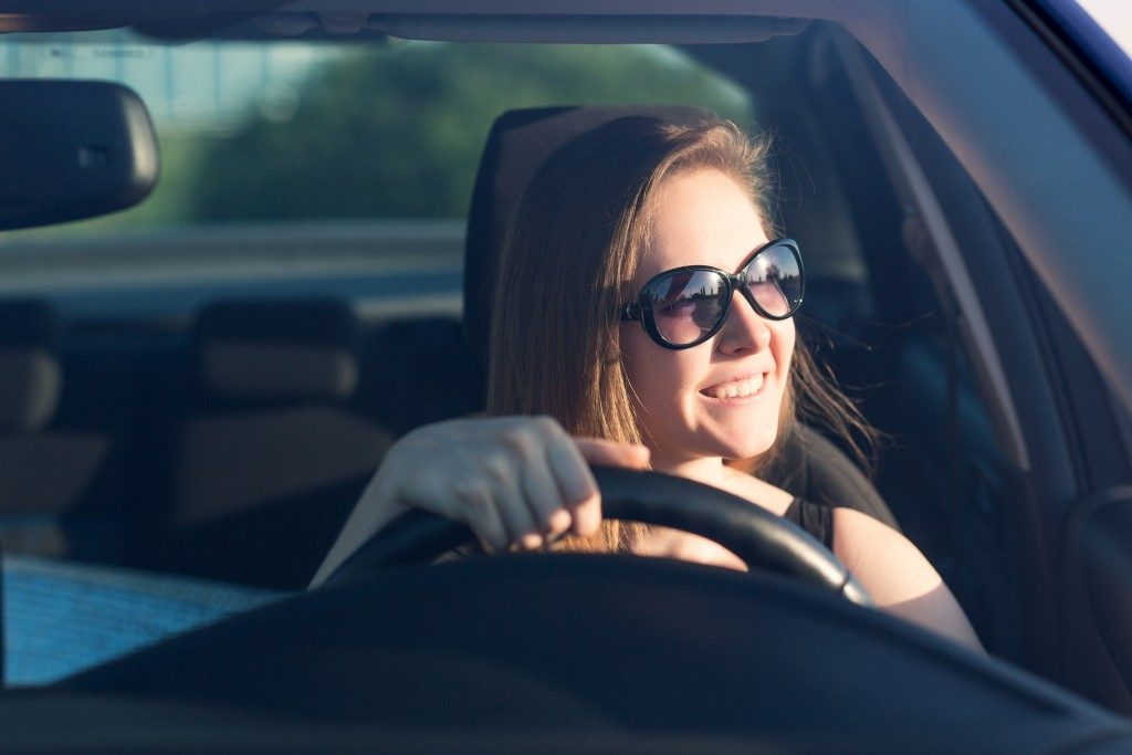 Woman wearing a sunglasses while driving